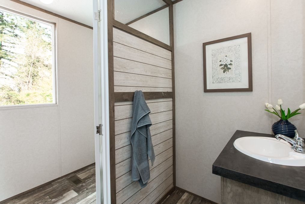The THE BREEZE 2.5 Guest Bathroom. This Manufactured Mobile Home features 4 bedrooms and 2 baths.