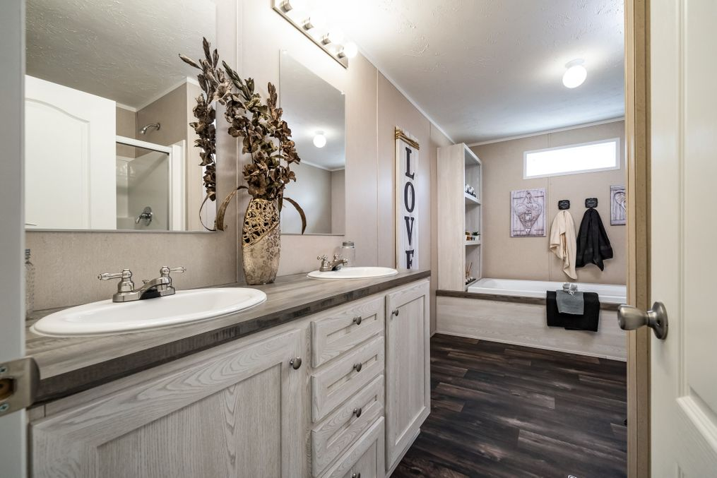 The ULTRA PRO BIG BOY Master Bathroom. This Manufactured Mobile Home features 4 bedrooms and 2 baths.