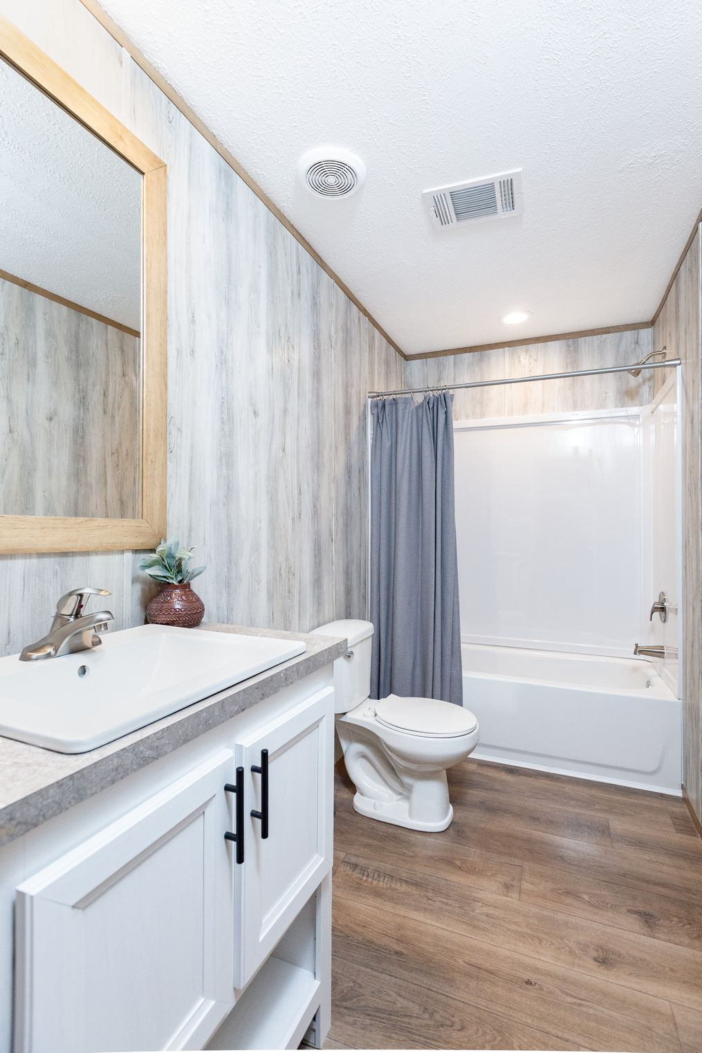 The EVEREST Guest Bathroom. This Manufactured Mobile Home features 4 bedrooms and 2 baths.